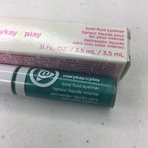 Mary Kay At Play fluid eyeliner in Real Teal